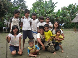volunteer with children in sustainable development project work in Ecuador